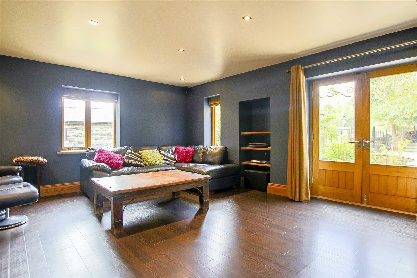 5 Bedroom Cottage For Sale - Image 35